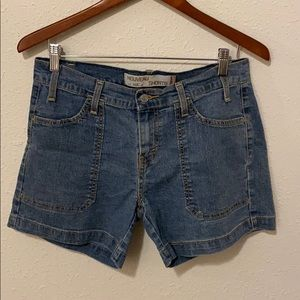 Levi's shorts. Size 6